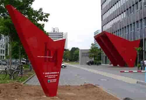 Sonderbaupylon – Schuster Werbesysteme